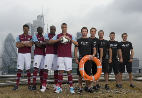 West Ham United first-team players Jordan Spence, Guy Demel, Mohammed Diame, Winston Reid and former world champion skipper Adam Minoprio, David Swete, Chris Main, Tom Powrie and Nick Blackman (NZL) come together in a game-changing sports challenge in the City of London. (Photo: Business Wire)