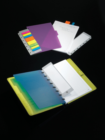 To help celebrate the administrative assistant, Staples offers a wide variety of gift options, including the customizable ARC notebook system in beautiful colors. (Graphic: Business Wire)