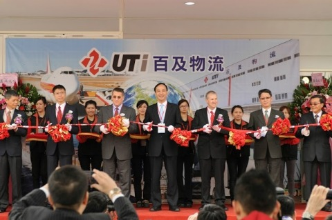 Ribbon-cutting at UTi Worldwide Taiwan Logistics Center. Left to right: Mr. Vince Lin, Vice President of DuPont Taiwan; Mr. Chong Hwang, Supply Chain Director of RT Mart; Mr. Jess Goldberg, UTi Regional Director, Contract Logistics - North Asia; Mr. Eric Chu, Mayor of New Taipei City Government; Mr. Brian Dangerfield, President - UTi Asia Pacific; Mr. Huey-Ching Yen, Chief of New Taipei City Government Economic Development Department; Mr. Robert Lin, Managing Director - UTi Logistics Taiwan (Photo: Business Wire)