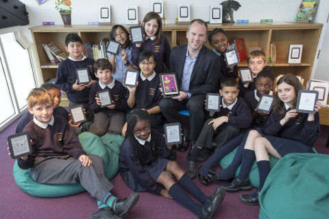 Jim Hilt, Managing Director Barnes & Noble, donates NOOK® eReaders to pupils at Sacred Heart School, Battersea, as the Get London Reading Initiative welcomes new partner, NOOK by Barnes & Noble. (Photo: Business Wire)