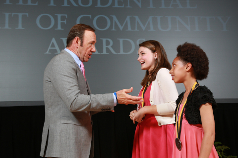 Academy Award-winning actor Kevin Spacey congratulates Virginia Newsome, 17, of Lexington (center) and Madison Roy, 10, of Louisville (right) on being named Kentucky's top two youth volunteers for 2013 by The Prudential Spirit of Community Awards. Virginia and Madison were honored at a ceremony on Sunday, May 5 at the Smithsonian's National Museum of Natural History, where they each received a $1,000 award. (Photo: Business Wire)