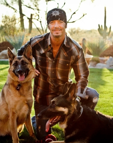 Bret Michaels with his German shepherds Diesel and Phoenix. (Photo: Business Wire)