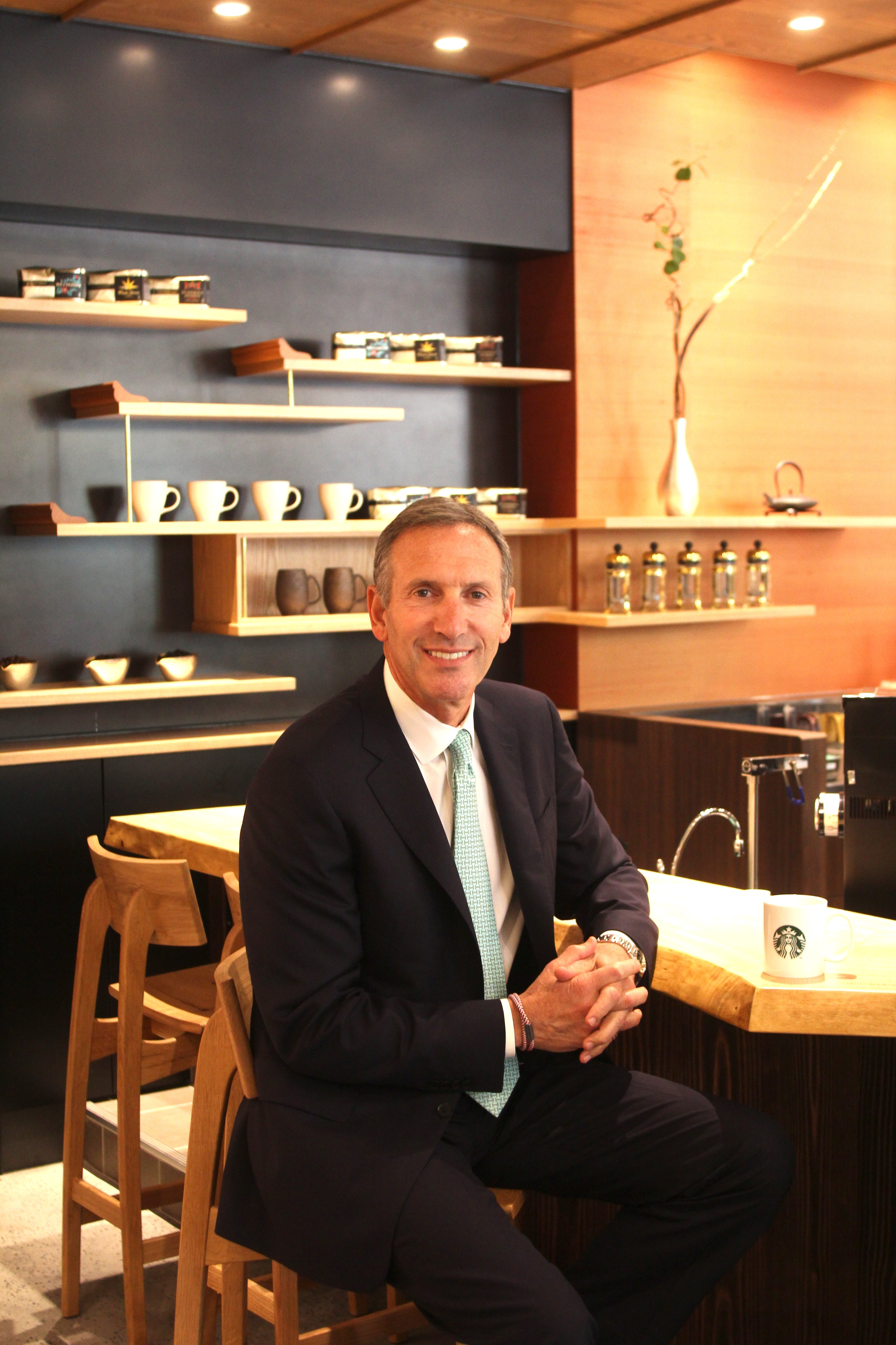 Howard Schultz, Starbucks chairman, president and ceo dedicating new Japan Support Center and Meguro store in Tokyo, Japan as company approaches 1,000 stores in market. (Photo: Business Wire)