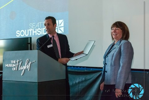Trip Switzer from The Museum of Flight awards Katherine Kertzman with a start named in her honor. (Photo: Business Wire)