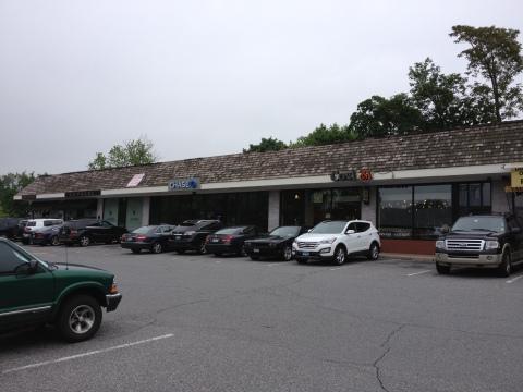 West Putnam Plaza 125-143 West Putnam Avenue Greenwich, CT (Photo: Business Wire)