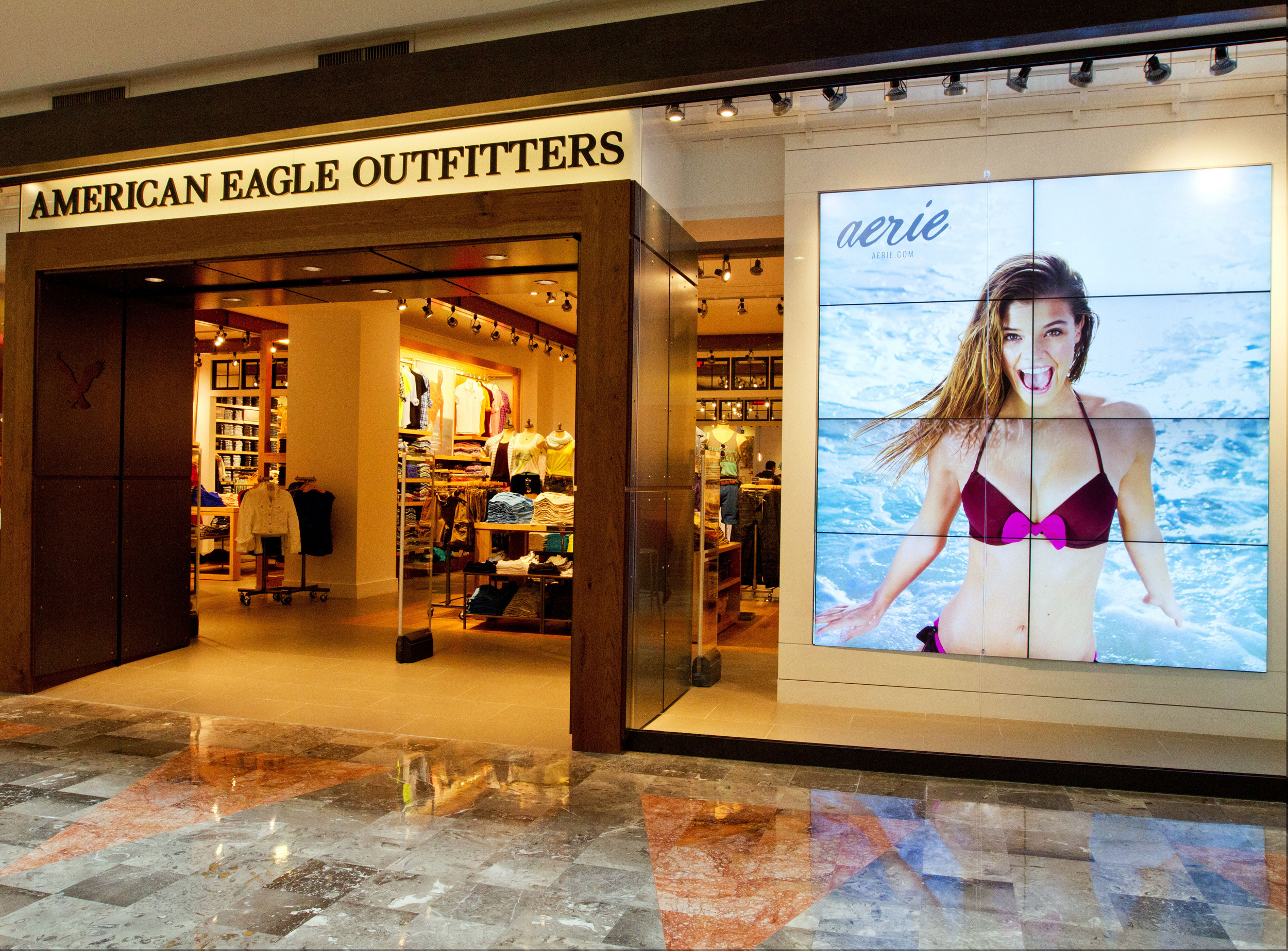 American Eagle Outfitters Launches Second Store In Sta Fe Mexico