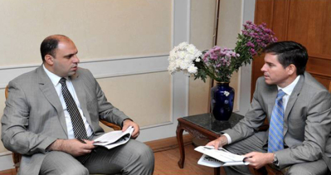 Yehia Hamed, Egyptian Minister of Investment and Sergio Menendez, President of CEMEX in Egypt. (Phot ...