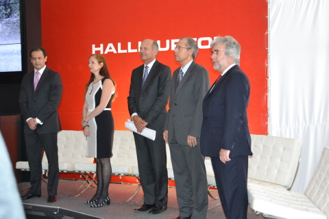 From left to right: Harold Mesa, Halliburton Brazil Country Manager; Debora Foguel, Rector of Federa ...