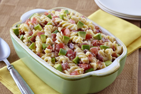 Chef Lisa Schroeder's California Avocado, Bacon & Cheddar Macaroni & Cheese (Photo: Business Wire)