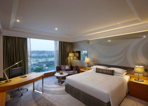 Hyatt Regency Gurgaon offers 451 guestrooms, including 37 suites. (Photo: Business Wire)