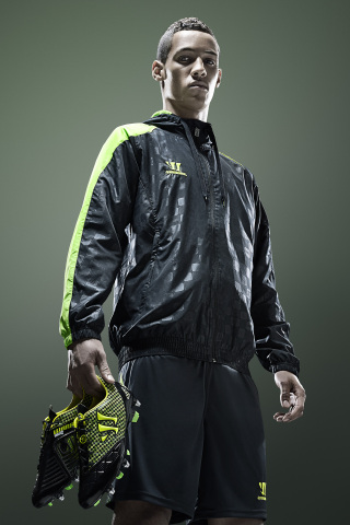 Thomas Ince shows off the new Warrior Gambler boot (Photo: Business Wire)