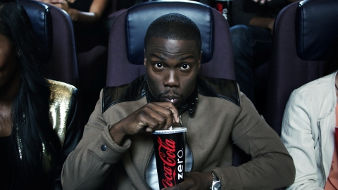 """Kevin Hart enjoys a refreshing Coca-Cola Zero while on-set at the taping of the Coke Zero """"Theater Seats"""" TV spot promoting his new movie, Kevin Hart: Let Me Explain (Photo: Business Wire)"""