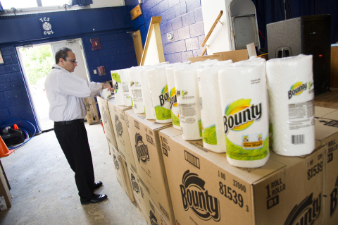 Principal John Cerniglia unloads a donation from Bounty paper towels to help clean-up damaged cafeterias, art classrooms and science labs in the aftermath of Hurricane Sandy at YCS George Washington Elementary School in Hackensack, NJ (Photo: Business Wire)