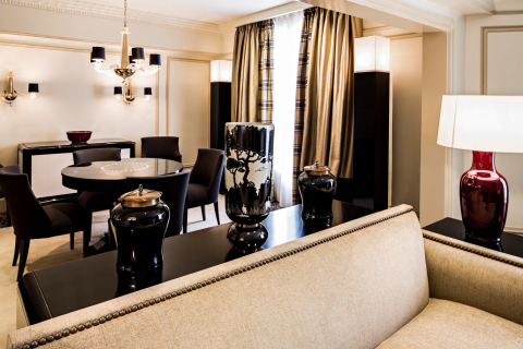 Suite Prince de Galles d´Or - Living room (Photo: Business Wire)