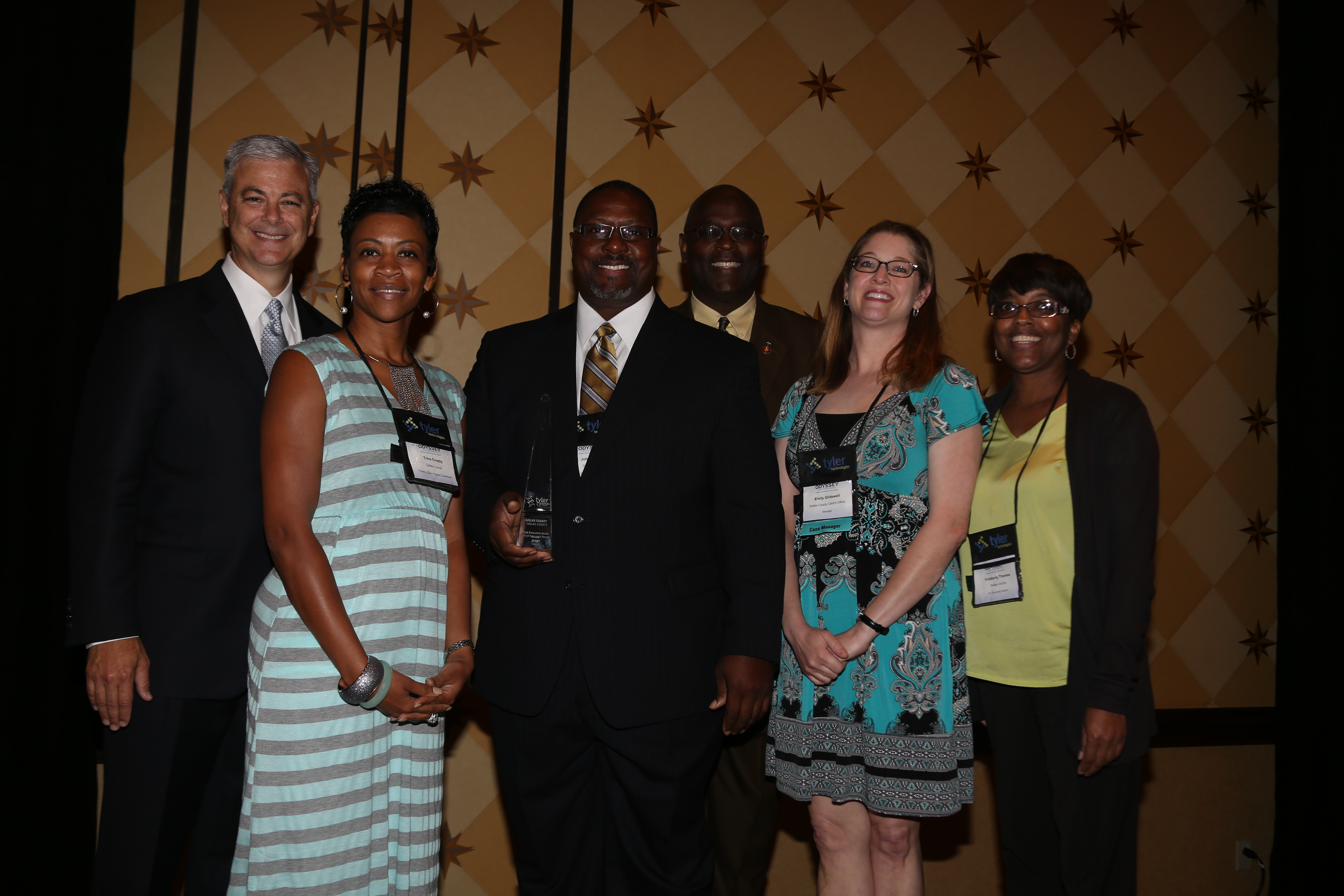 Bruce Graham, president of Tyler's Courts & Justice Division, presents a Tyler Public Sector Excellence Award to Dallas County. (Photo: Business Wire)
