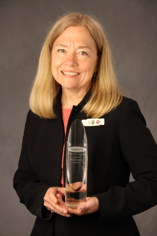 Gael Lundeen Accepts Outside In Award for Pitney Bowes Customer Experience Measurement (Photo: Busin ...