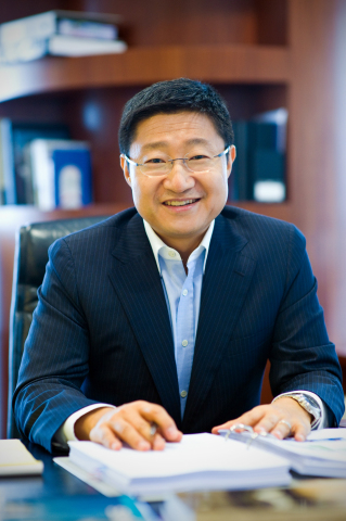 Gregory Lee (Photo: Business Wire)