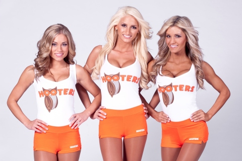 """Hooters Girls model the new Hooters logo. After 30 years, """"Hootie"""" the iconic owl receives a contemporary makeover. (Photo: Business Wire)"""