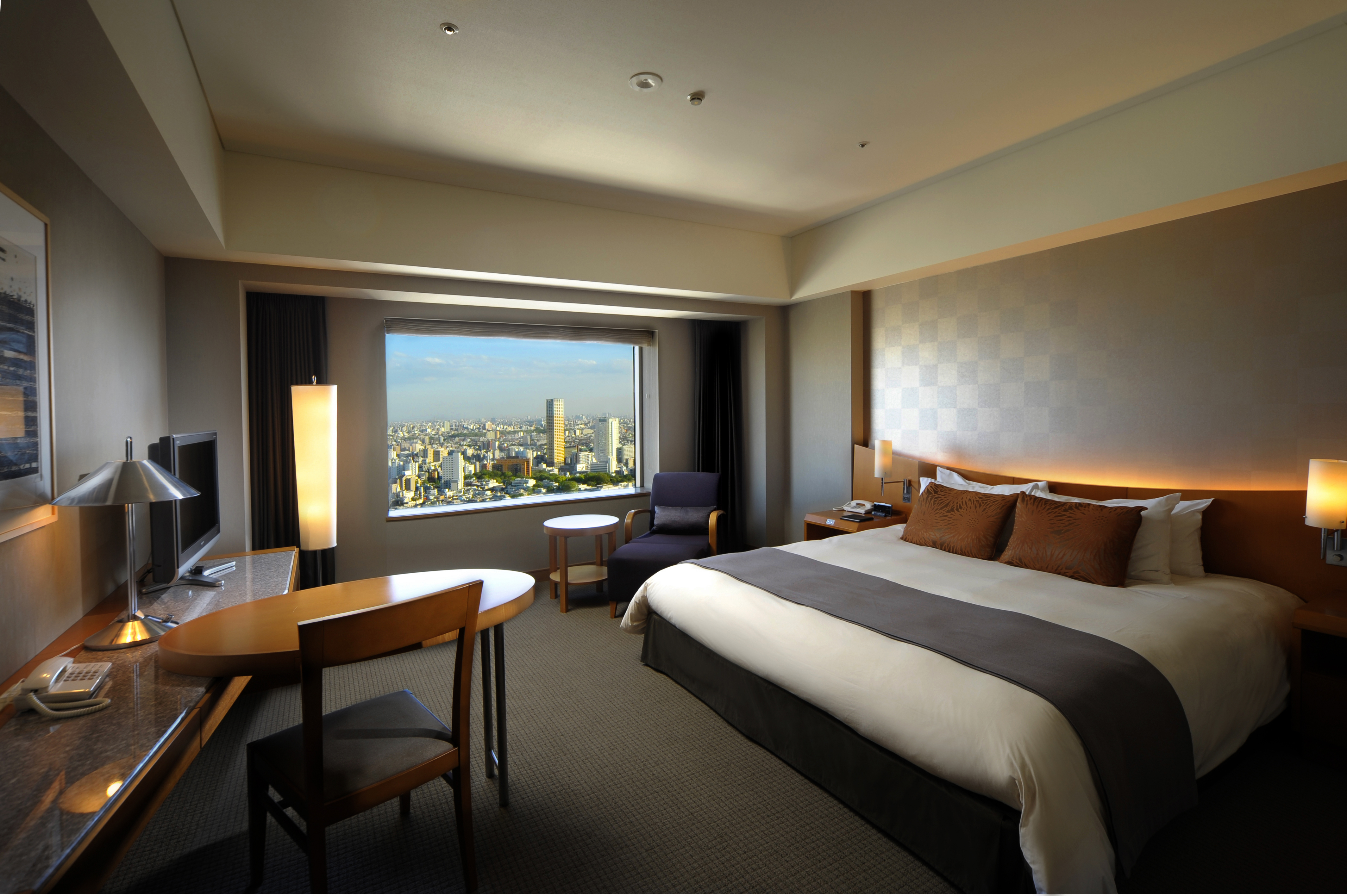Luxurious guest room with a view at the Cerulean Tower Tokyu Hotel, a new LWH Hotels member property in Tokyo, Japan. (Photo: Business Wire)