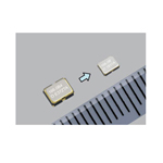 Right: New SG-8003CG (2.5x2.0x0.8t mm) Left: Epson's SG-8003CE (3.2x2.5x1.2t mm) (Photo: Business Wire)