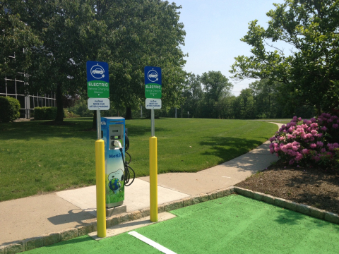 The Bridgewater, NJ charging stations is one of 32, at 14 MetLife U.S. facilities across 10 states. (Photo: Business Wire)