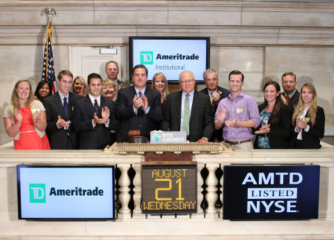 Students studying financial planning get cash for class and a lesson in bell ringing as TD Ameritrade Institutional celebrates inaugural Next Gen Scholarship recipients by closing the NYSE. (Photo: TD Ameritrade)