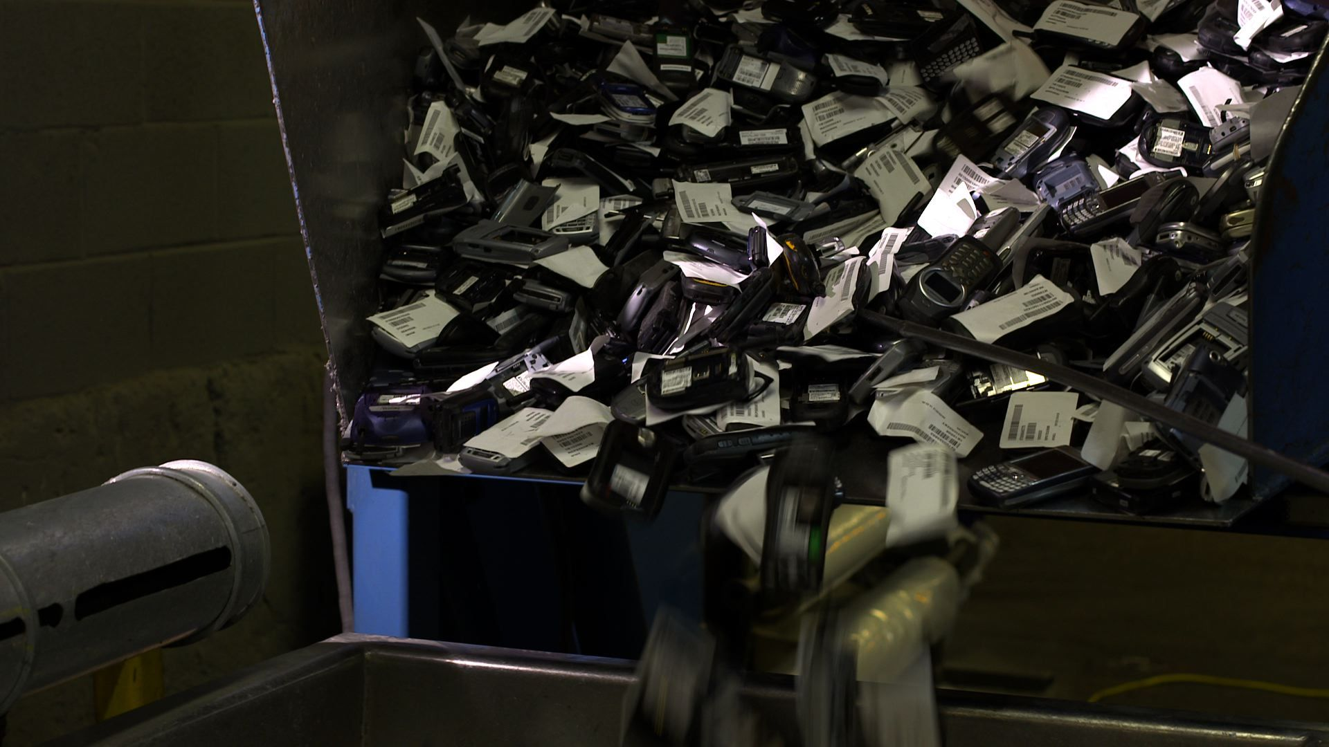 Sprint shatters GUINNESS WORLD RECORD(R) for the number of cellular phones recycled in one week (Photo: Sprint)