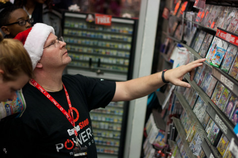 GameStop Game Advisor helping customers select games for holiday gifts. (Photo: Business Wire)