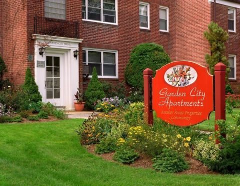 Washington Trust's Commercial Real Estate Group provided $5.25 million in financing to Residences at Garden City, LLC for the purchase of Garden City Apartments, a garden-style apartment complex in Cranston, RI. (Photo: Business Wire)