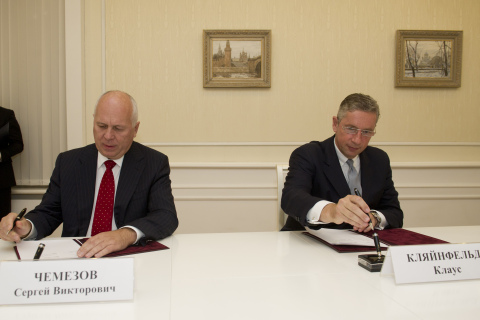 Alcoa Chairman and CEO Klaus Kleinfeld (right) and VSMPO Chairman Sergei Chemezov (left), signed a c ...