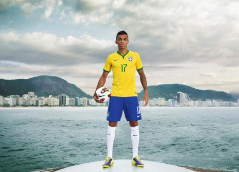 Luiz Gustavo unveils NIKE's new Brasil Kit today in Rio. (Photo: Business Wire)