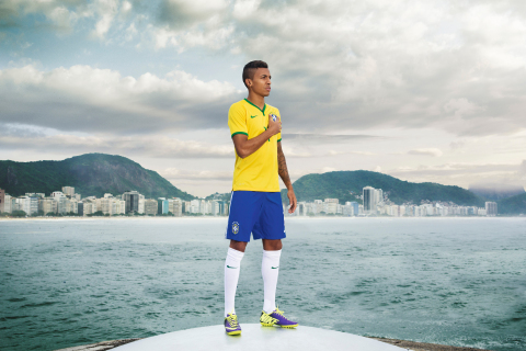 Luiz Gustavo unveils NIKE's new Brasil Kit today in Rio. (Photo: Business Wire)