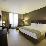 The Holiday Inn Express Panama Distrito Financiero hotel is located in the heart of the city's financial district; close to Tocumen International Airport (Photo: Business Wire)