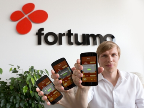 Fortumo SVP of business development and carrier relations Gerri Kodres demonstrating the Fortumo 1-click in-app purchasing flow for Android. (Photo: Business Wire)