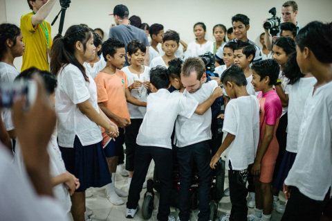 As part of his World Outreach tour, evangelist Nick Vujicic met and prayed with a local orphanage's choir in Phnom Penh, Cambodia, in May 2013. (Photo: Business Wire)
