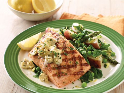 It's hard to believe that Applebee's Savory Cedar Salmon, topped with artichoke sauce, is under 550 calories. (Photo: Business Wire)