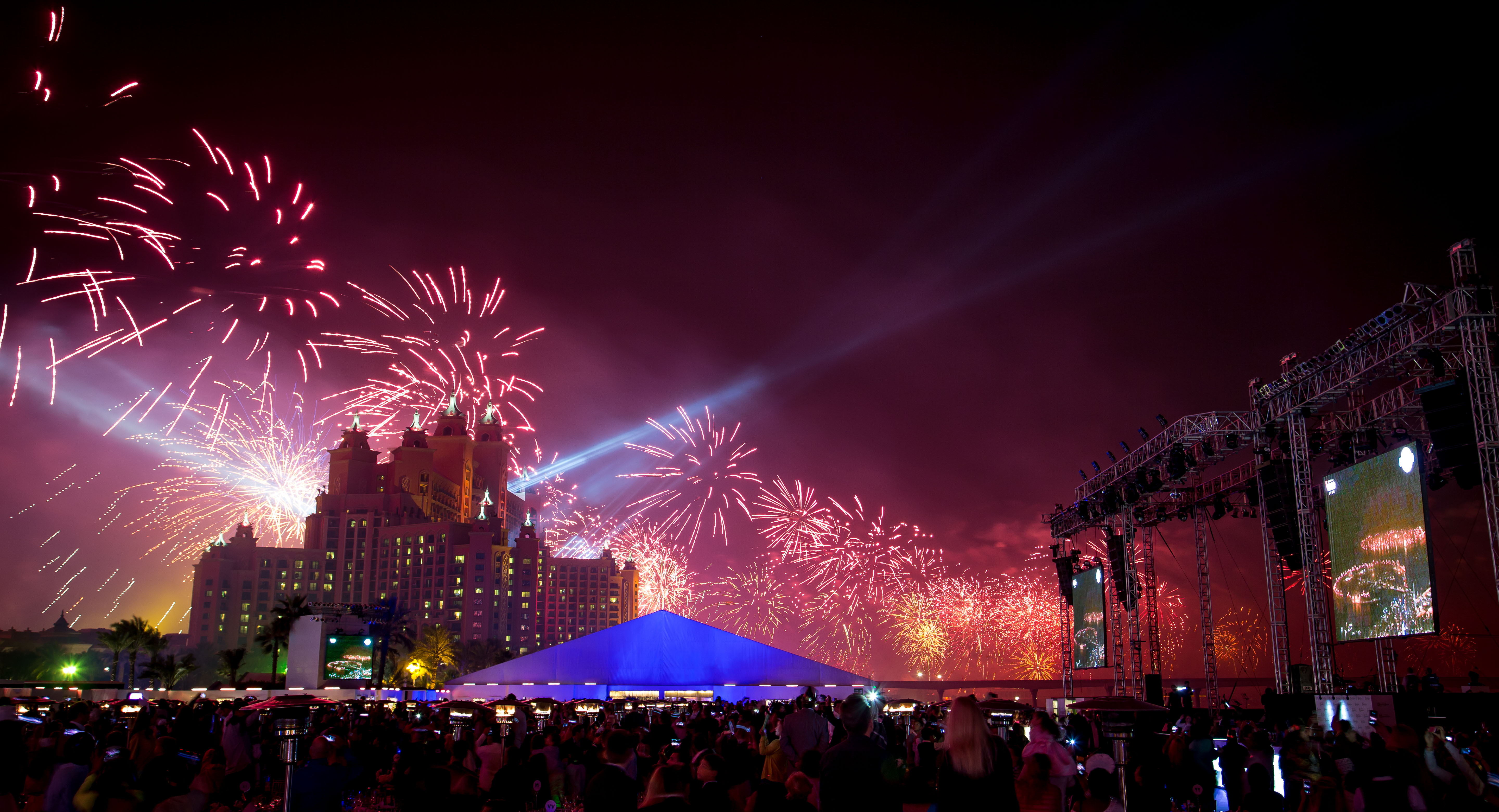 Guests at the New Years Eve Gala dinner at Atlantis The Palm were treated to spectacular record breaking fireworks (Photo: Business Wire)