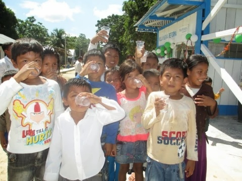 Children in Nueva Reforma, Peru, drink clean water thanks to a new solar-powered, water-purification system in their town. (Photo: Business Wire)
