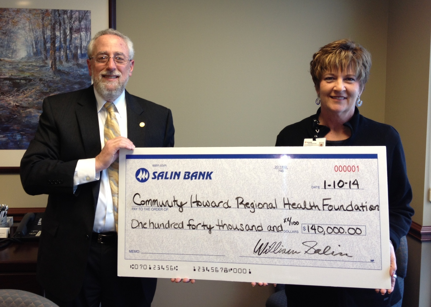 Ray Gusky, Executive Vice President and Chief Financial Officer for the Salin Bank & Trust Company Presents a symbolic check to Rhonda Eastman, director of the Community Howard Regional Health Foundation. (Photo: Business Wire)