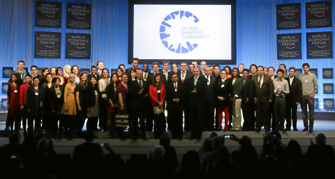 Muhtar Kent with Global Shapers at the 2013 Annual Meeting (Photo: Business Wire)