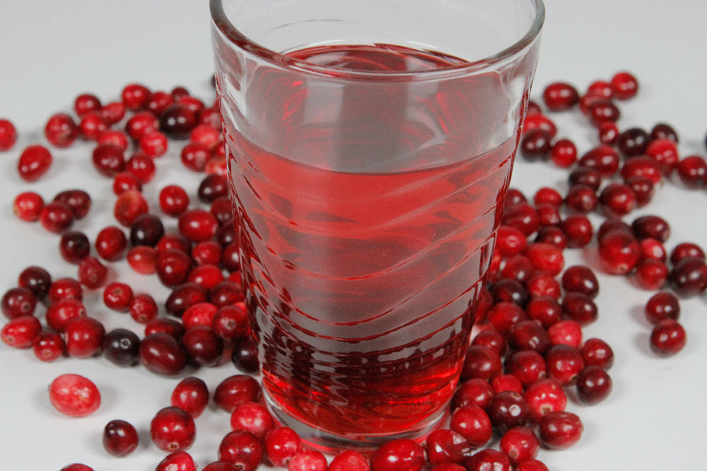 """The """"skinny"""" on cranberry juice: New study shows cranberry juice drinkers are more likely to be normal weight, have significantly lower waist circumference. For more information on the health benefits of cranberries, visit www.cranberryhealth.com. (Photo: Business Wire)"""