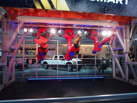 ComauFlex cell with Comau Robots on a simulation of Ford's assembly line. (Photo: Business Wire)