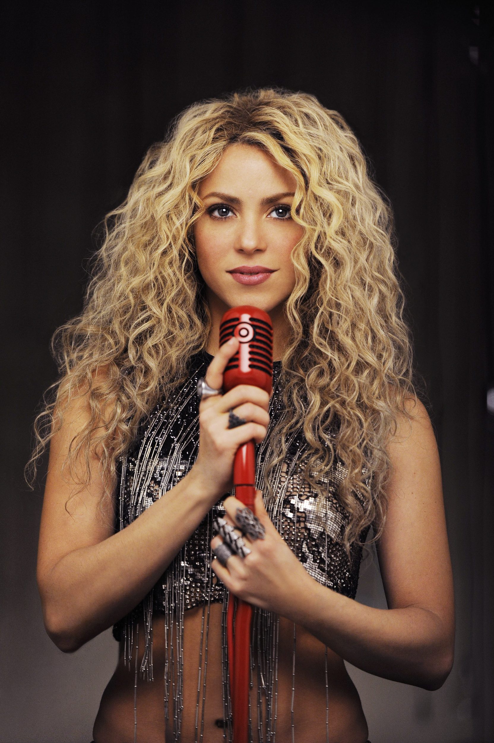"Target and international pop sensation Shakira team up to release an exclusive deluxe edition of the award-winning Latin powerhouse's new album, ""Shakira."" (Photo: Business Wire)"