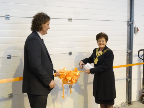 Andrew Strath, the Group Managing Director of Dun-Bri Group with the Mayor of Wakefield, Janet Holmes pictured during the ribbon cutting. (Photo: Business Wire)