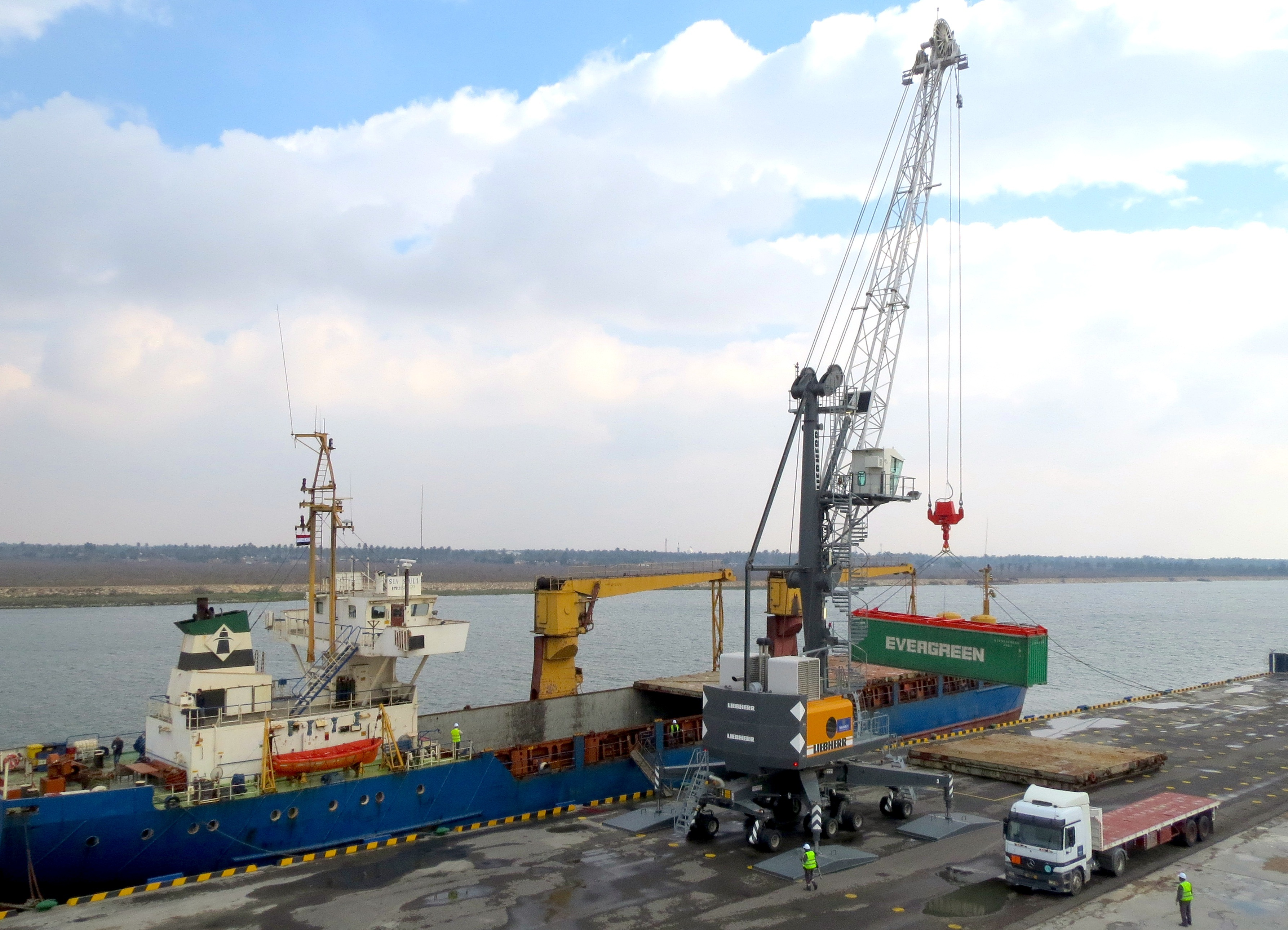 The first containerized cargo ever to be brought up Iraq's Shatt Al Arab waterway is offloaded from the Sea Soul onto NAWAH Port Management's container laydown yard at Al Maqal Port using state-of-the-art mobile harbor crane and equipment. (Photo: Business Wire)
