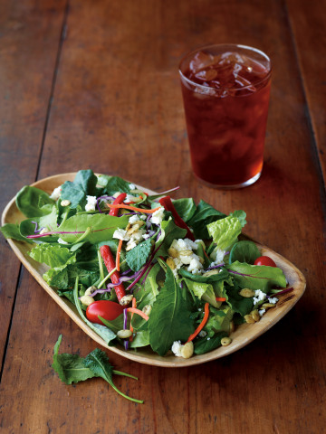 The Super Greens & Kale Salad is a healthy assortment of kale, greens and fresh Greek feta paired with fig balsamic vinaigrette. (Photo: Business Wire)