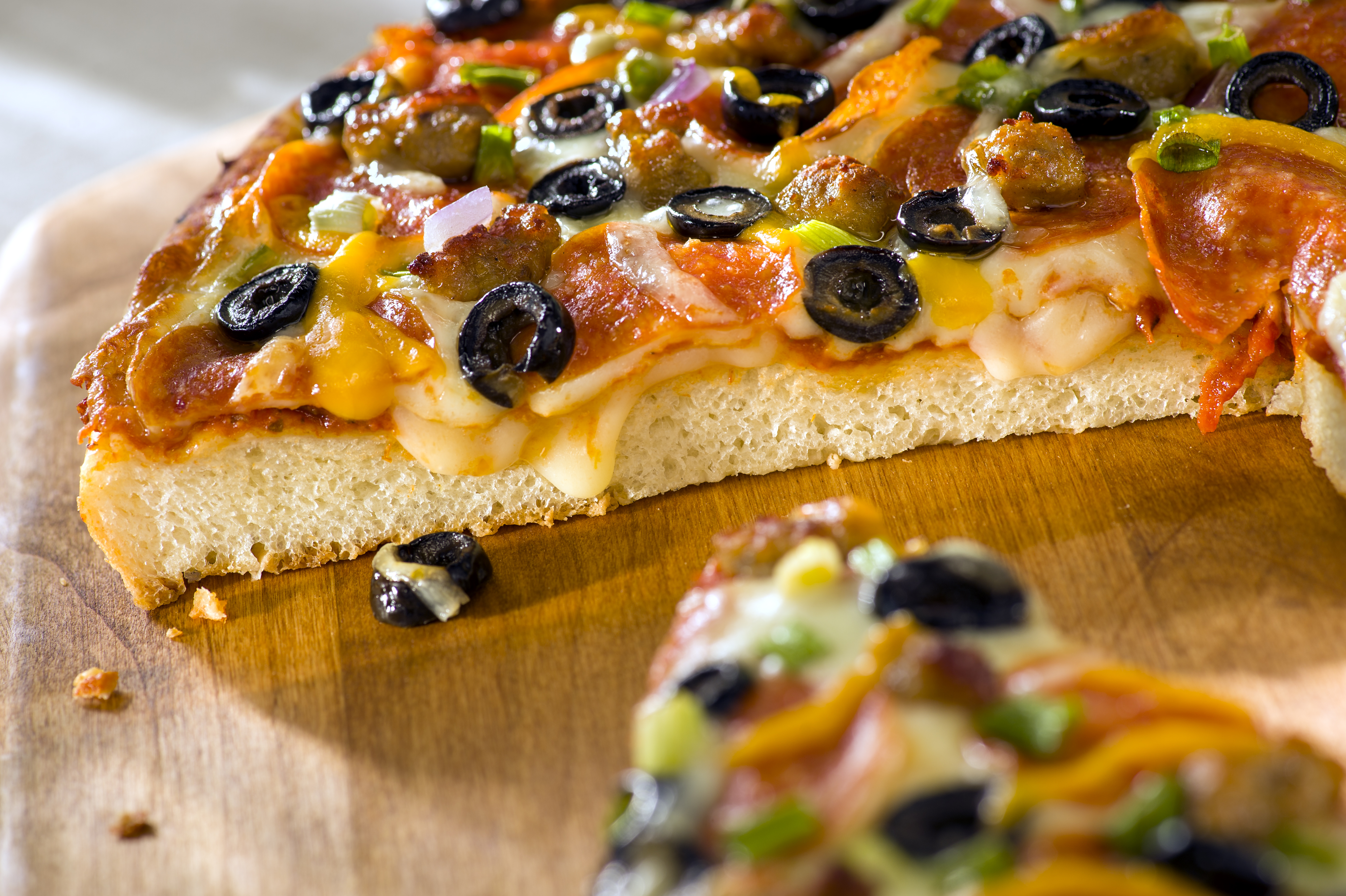 The new Fresh Pan Pizza crust option from the world's leading take 'n' bake pizza company, Papa Murphy's. (Photo: Business Wire)