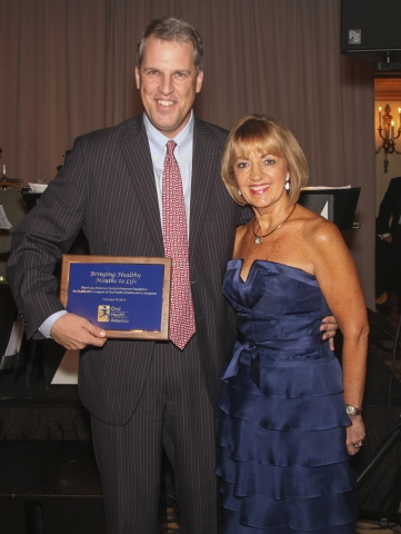 Patterson Companies chairman and CEO Scott Anderson accepts recognition from Beth Truett, president and CEO of Oral Health America (OHA), on behalf of Patterson employees. OHA honored Patterson Companies at its annual gala on Feb. 19 for its more than $1 million in monetary and in-kind donations over the years. (Photo: Business Wire)