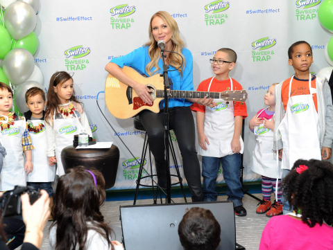 """Singer, songwriter and author Jewel, performs the """"Clean-Up Song,"""" presented by Swiffer, to children during a crafting event in New York, Thursday, Feb. 20, 2014.  The """"Clean-Up Song"""" will be available for free download on www.facebook.com/swiffer along with a video of the performance from the event. (Photo: Business Wire)"""