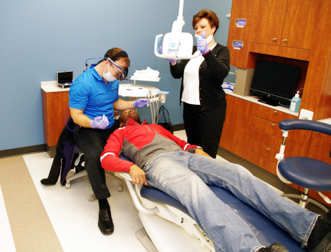 Westwood College and Arbor Dental professionals provide free dental screenings for the community. (Photo: Business Wire)